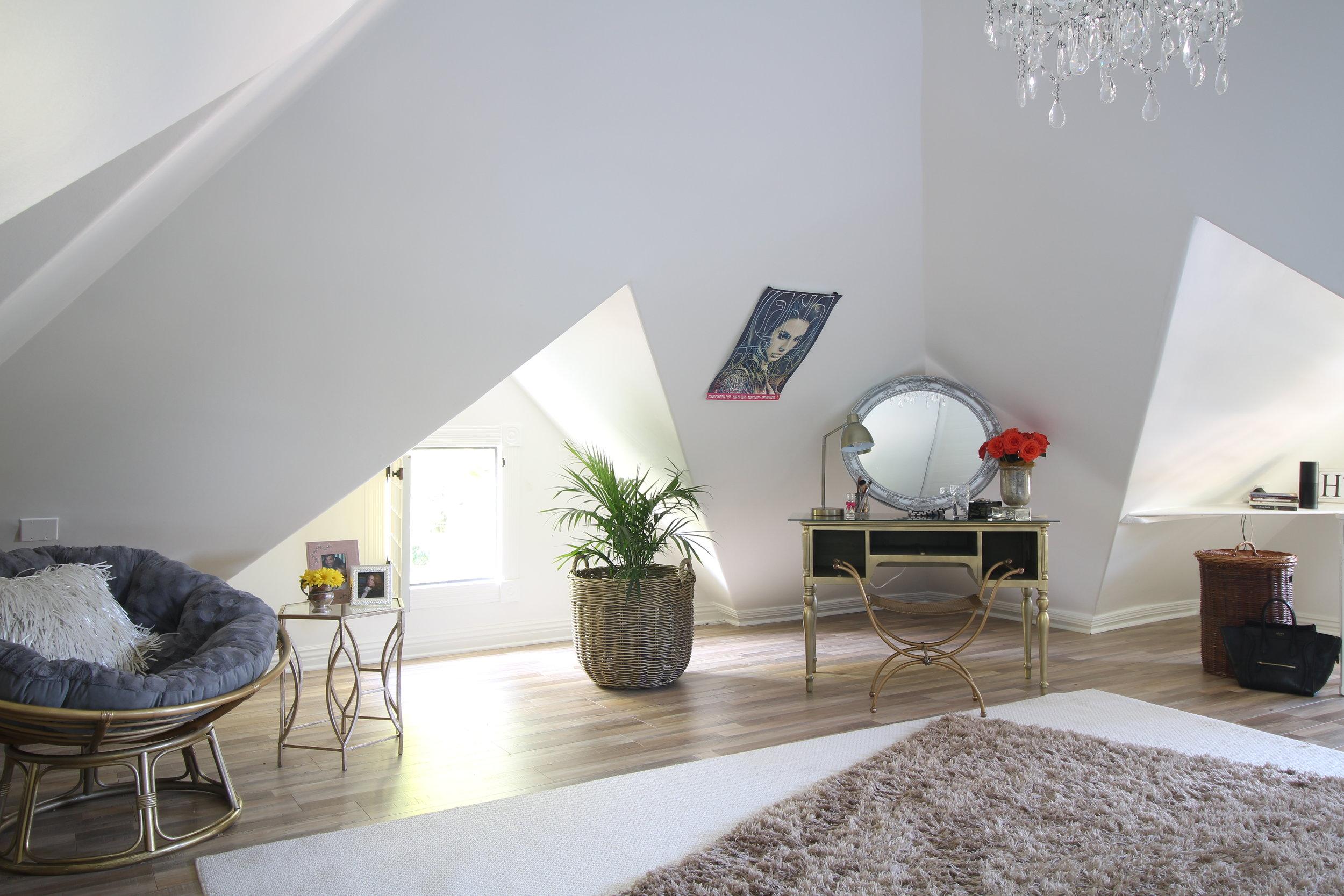 glam-farmhouse-attic-2.JPG