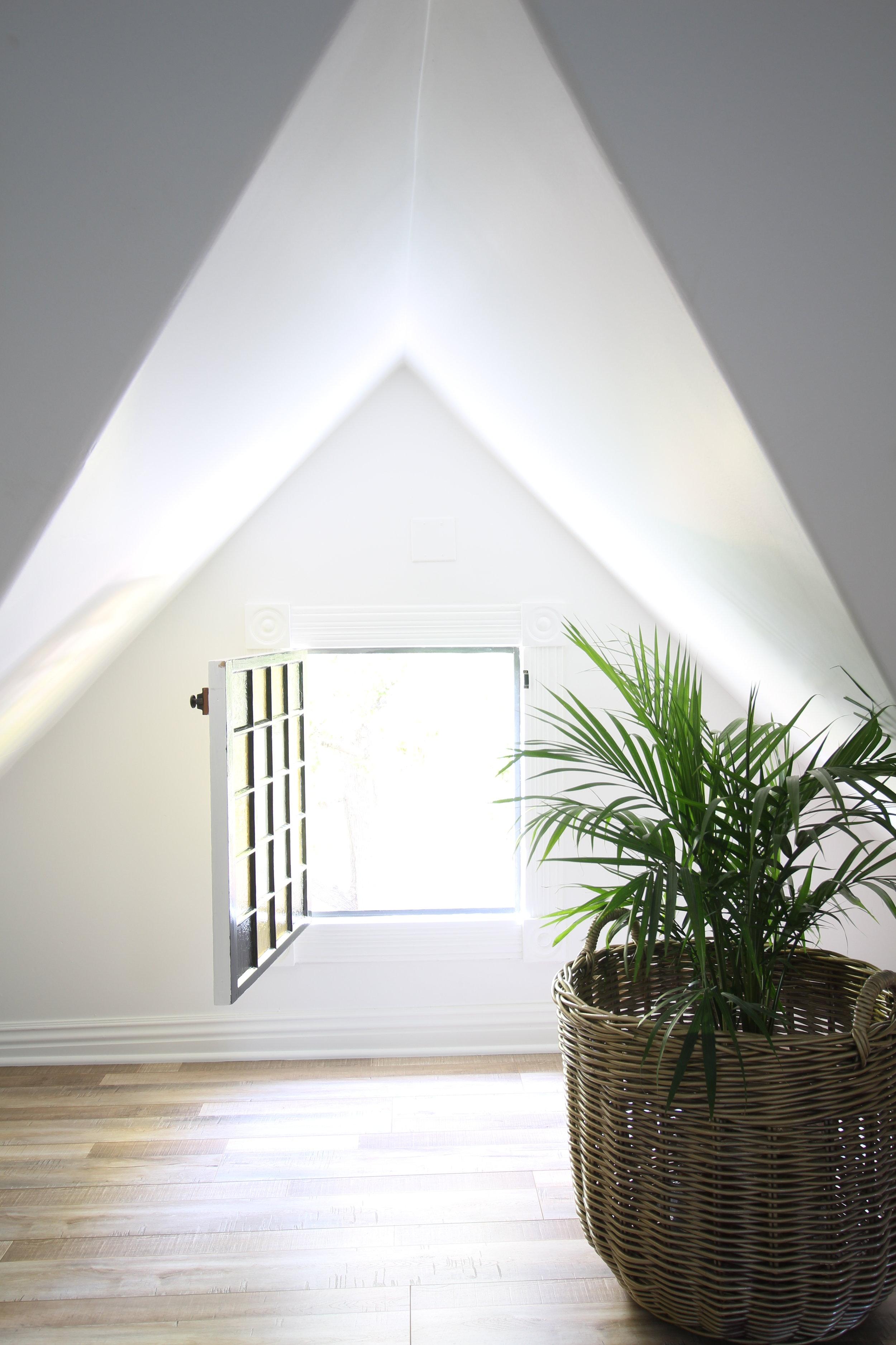 glam-farmhouse-attic-3.JPG
