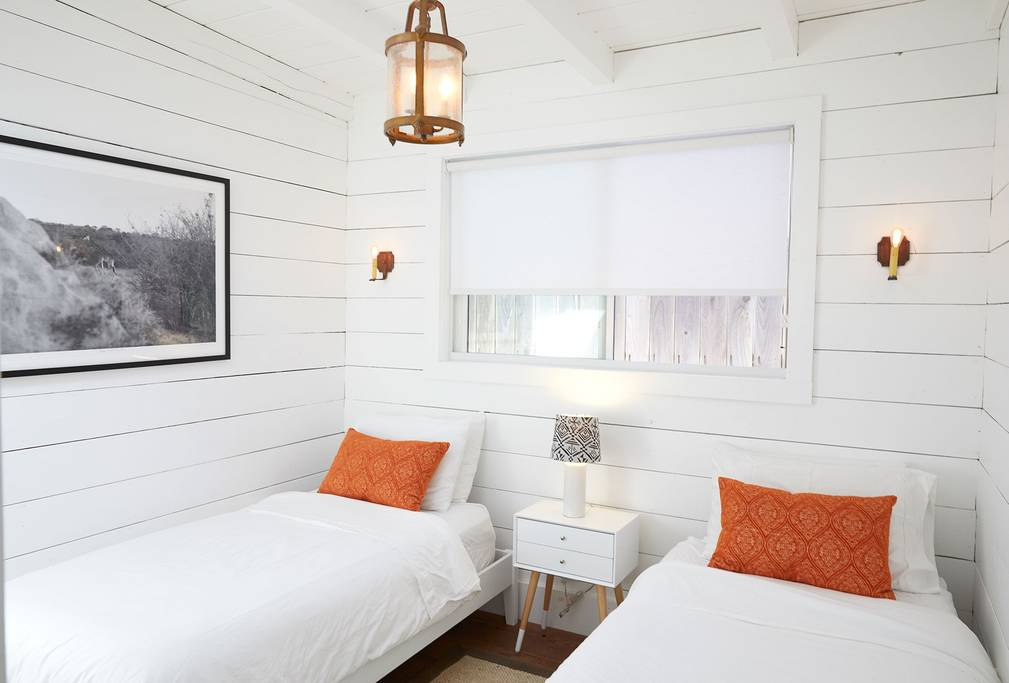 beachbungalowtwinroom.jpg