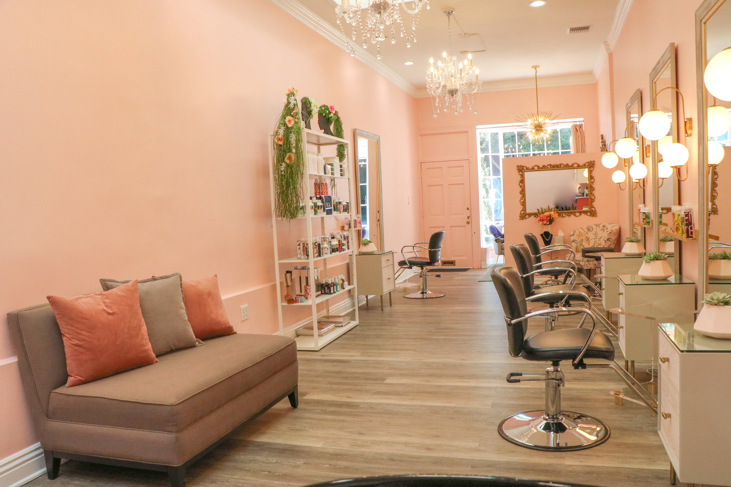 Le Salon RosE - Beverly HillsA luxury boutique salon in the heart of Beverly Hills. Sunny and drenched in natural light, this space is sophisticated and serene with an element of whimsy.