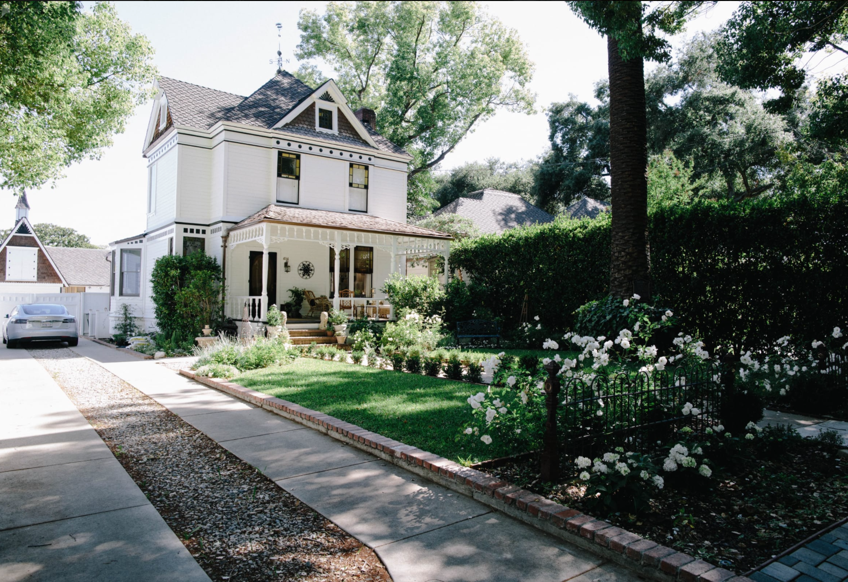 The Farmhouse - PasadenaA heavenly three story, 2,500 sq ft folk victorian farmhouse built in 1886. A designated historic monument located on a tree canopied street in Pasadena with white gardens and a 3,200 sq ft vintage barn.