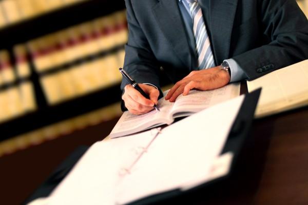 Lawyer-8230640-600x400.jpg