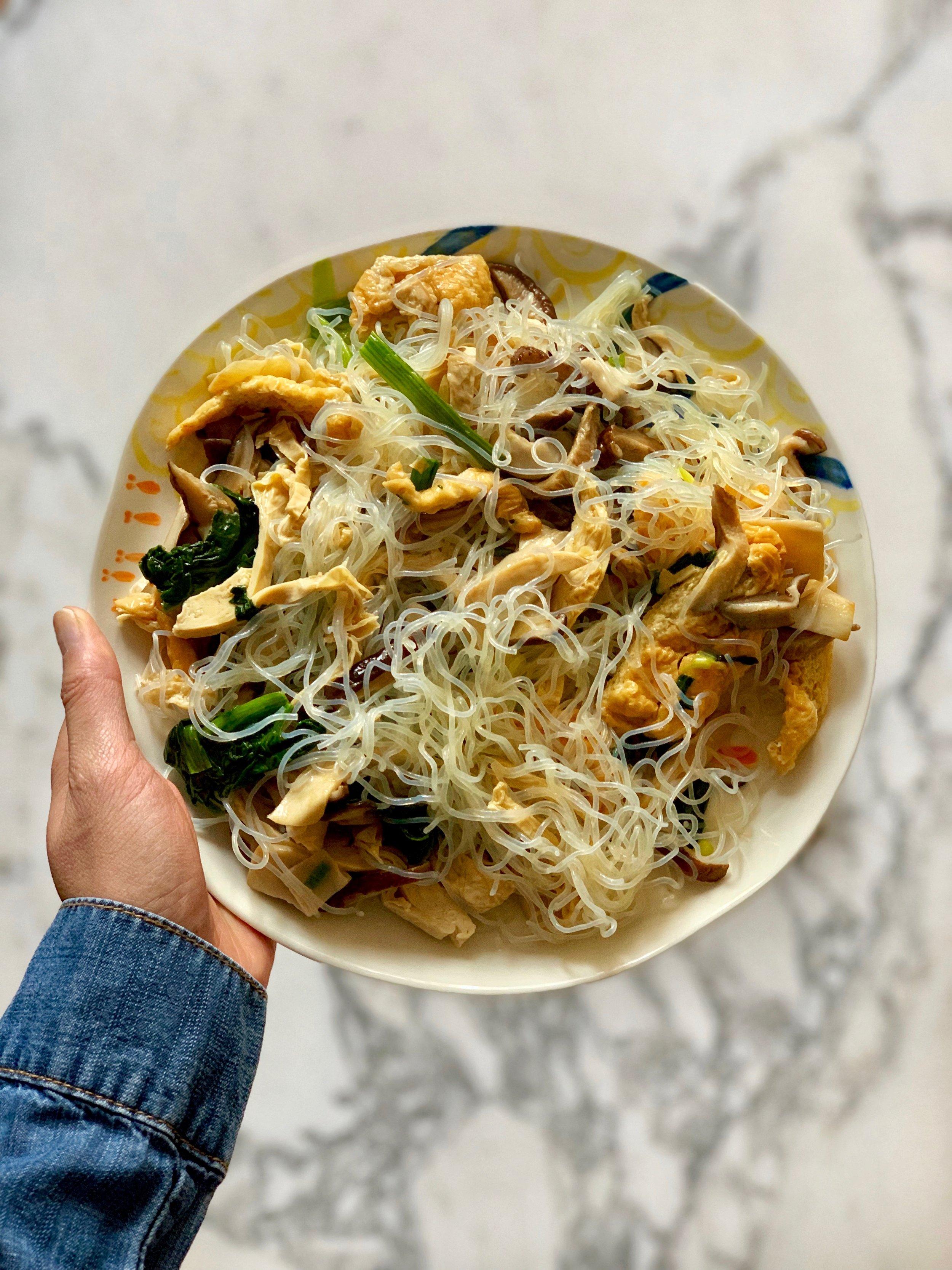 Vegan stir-fried cellophane noodles recipe. Vegan japchae recipe. Mung bean noodles recipe. By Stacy K. Leung, nutritionist
