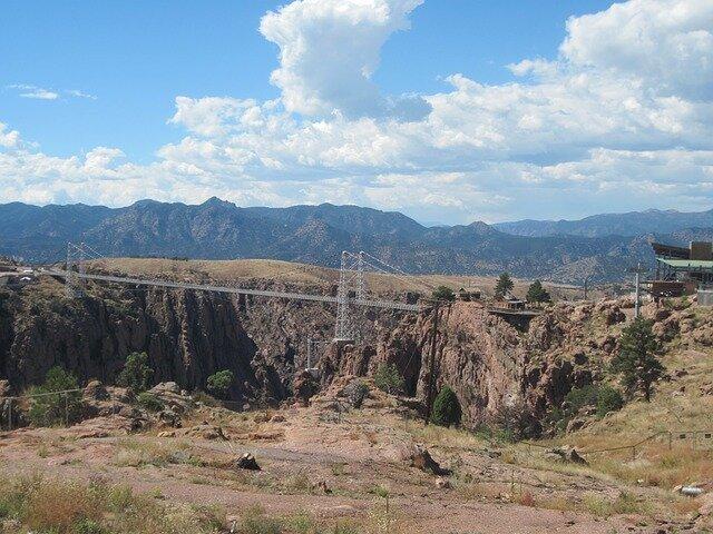 royal-gorge-bridge-park-954761_640.jpg