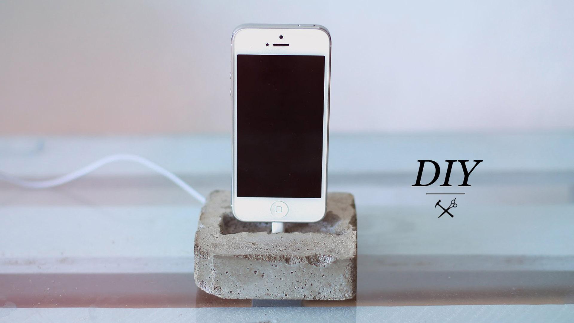 DIY CONCRETE PHONE DOCK