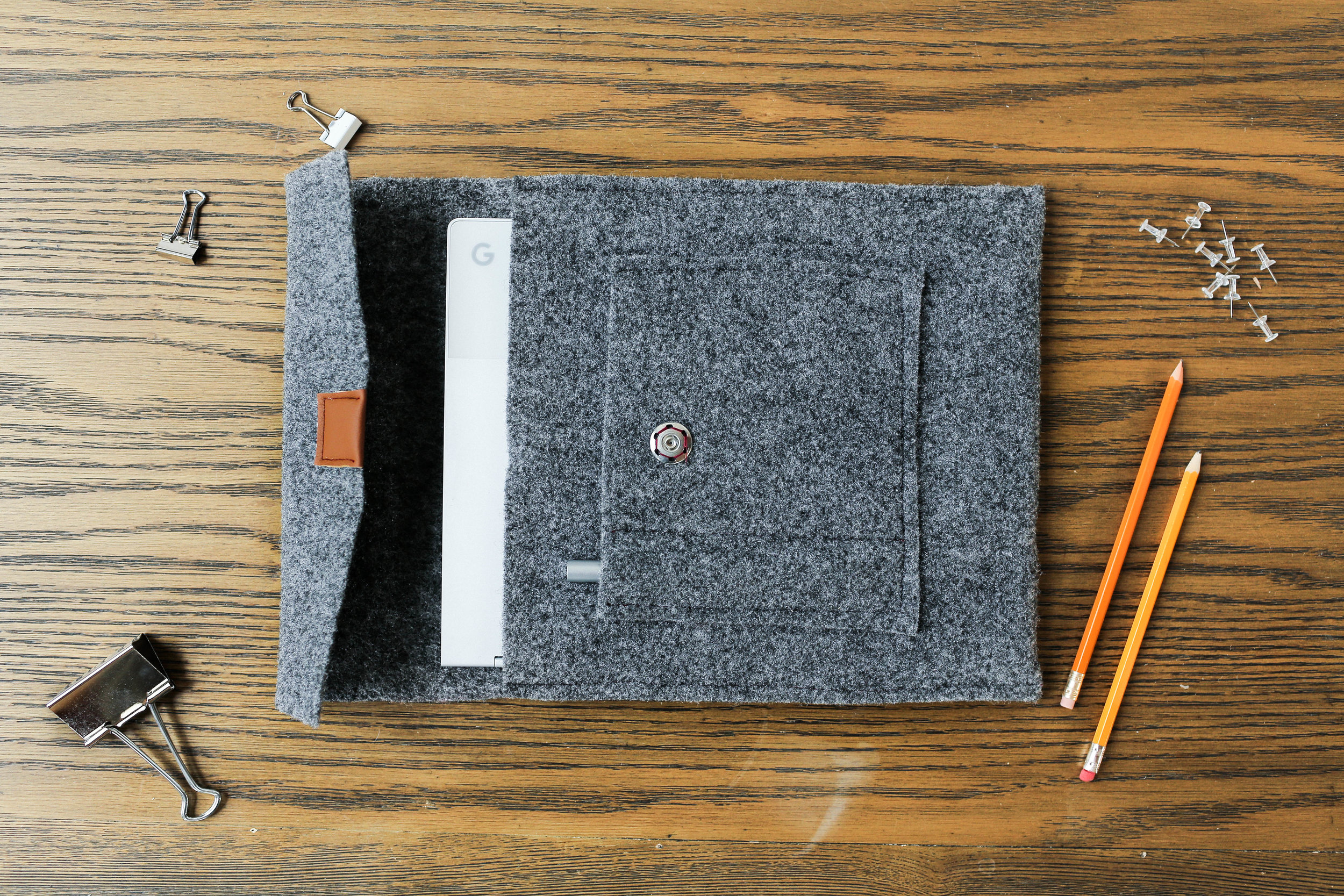 TABLET/LAPTOP CASE