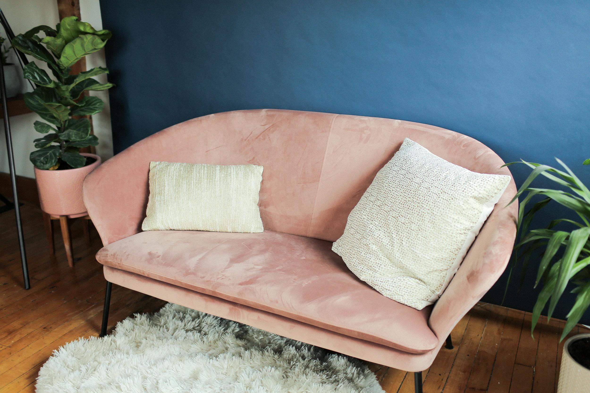 STRUCTUBE NELLY VELVET LOVE SEAT