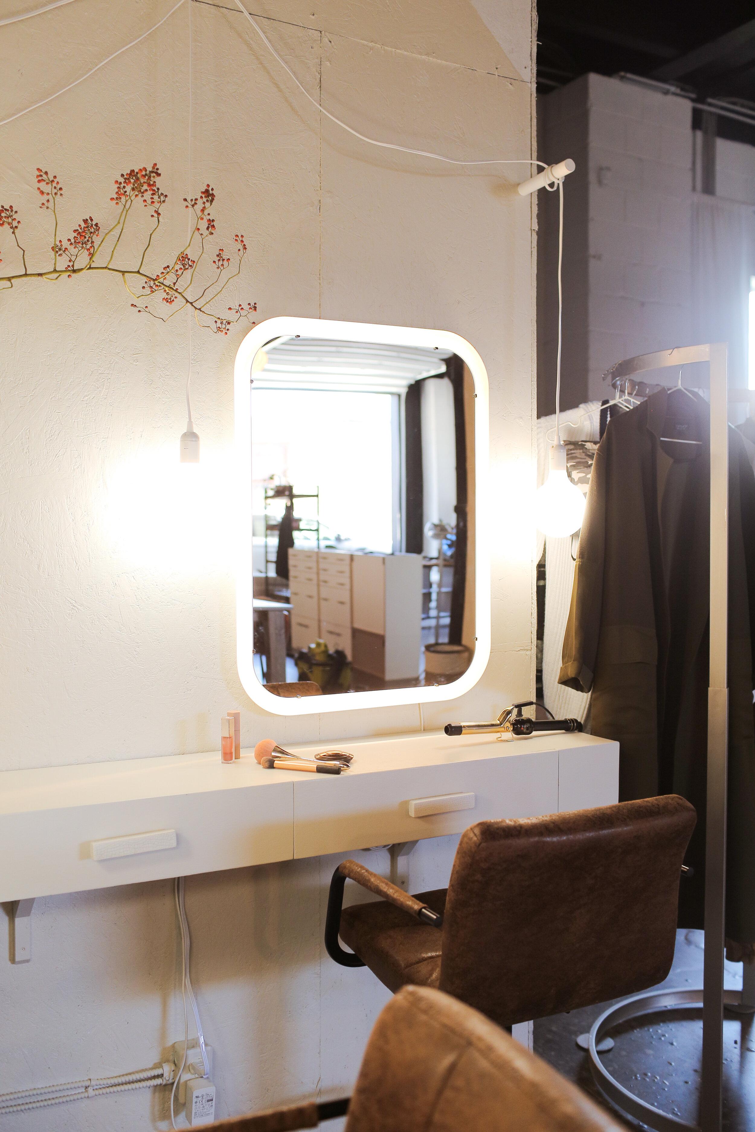 Diy Bright Custom Vanity Makeover Loft Vibes The Sorry Girls