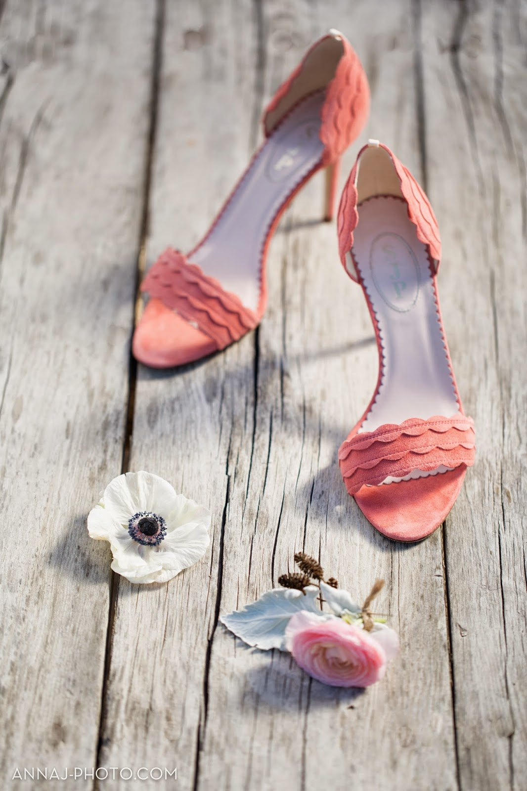 71edf-sogno2bdel2bfiore2bshoot2bwatermarked-shoes2band2bbouqet-0004.jpg