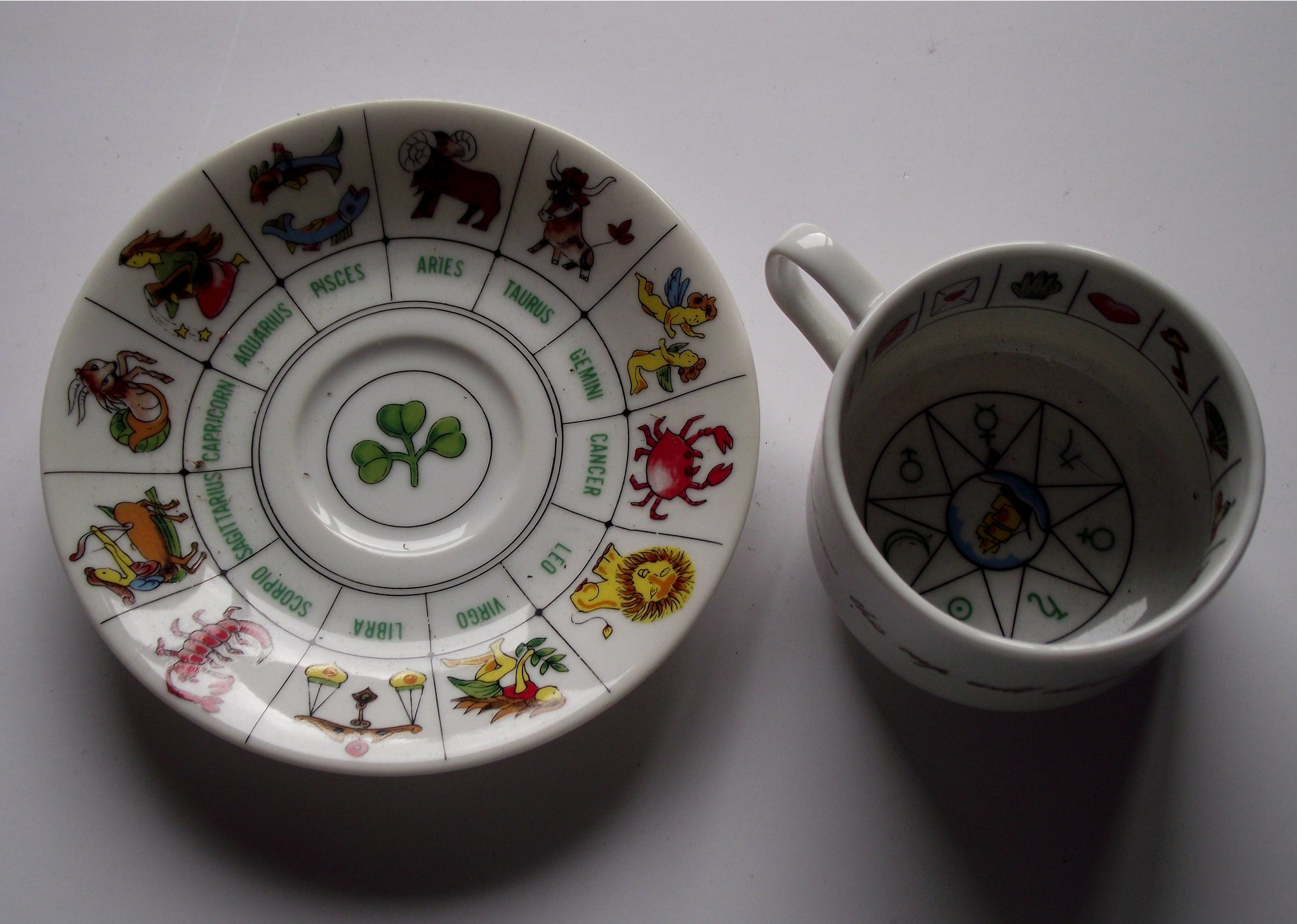 Divination_tea_cup_saucer.jpg