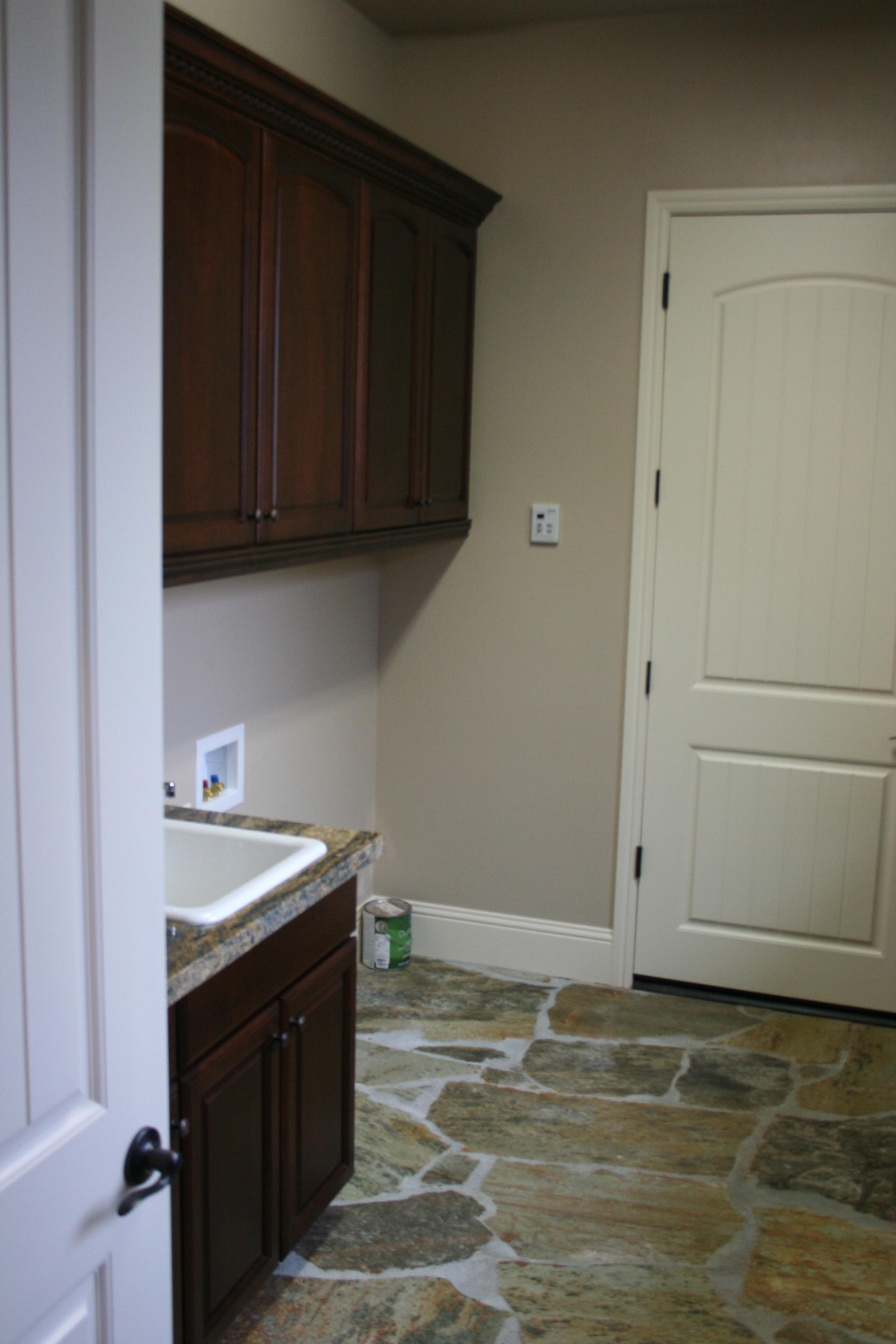 84-laundry room sink.JPG