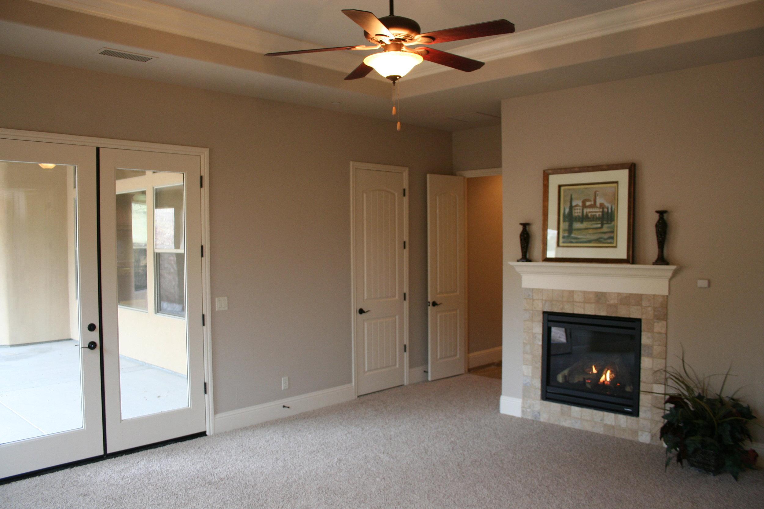 84-master bedroom fireplace.JPG