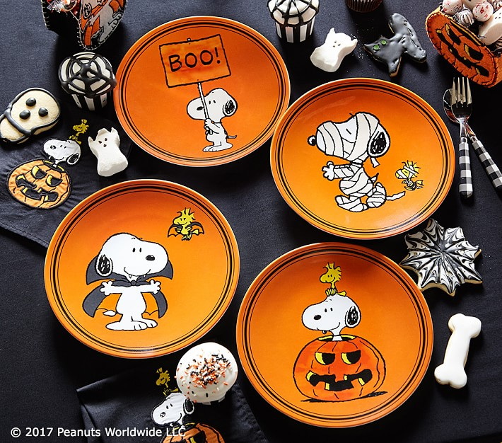 charlie-brown-halloween-plates-o.jpg
