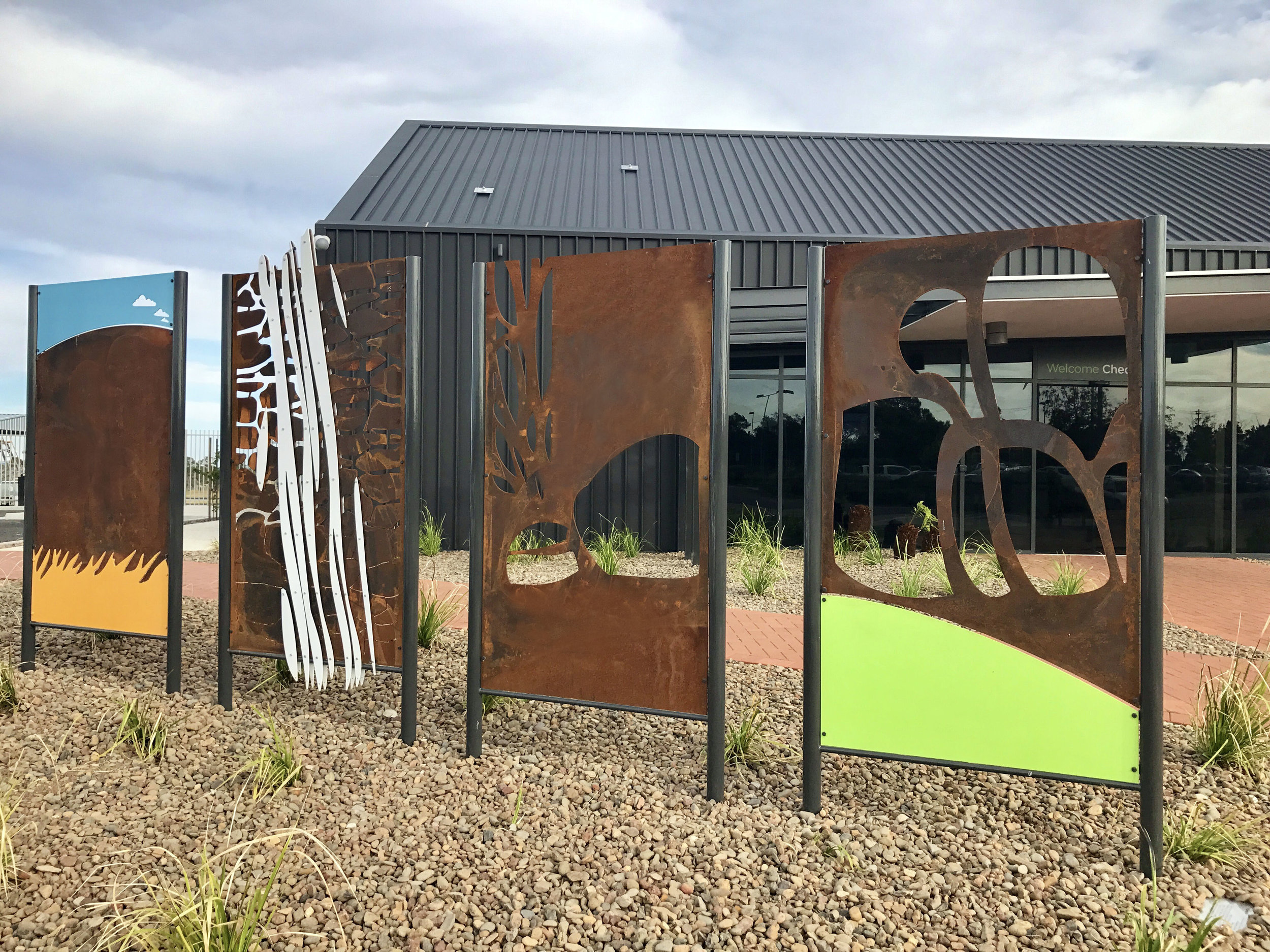 Under the Big Sky  was finally installed in front of the new Armidale Airport annex late 2017.