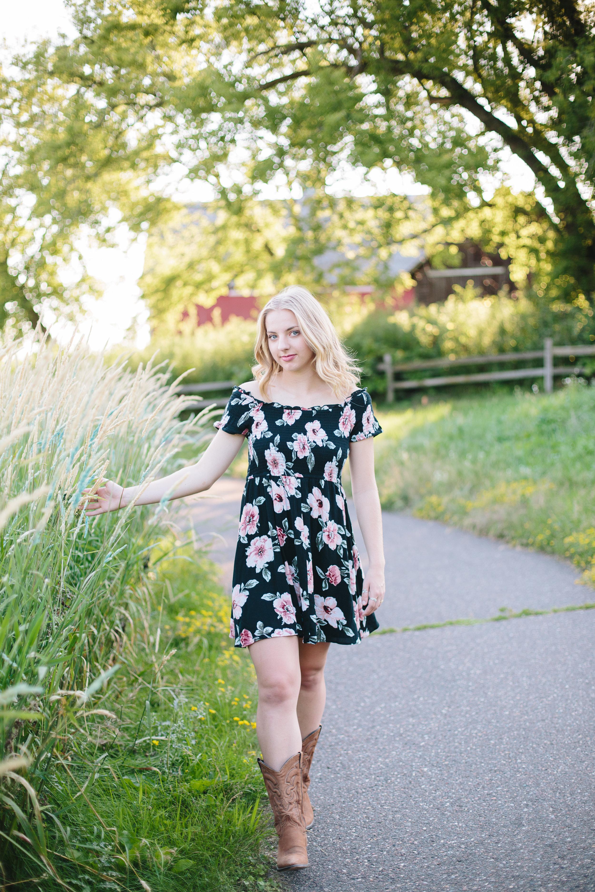Lauren Baker Photography senior photo girl Chisago high school