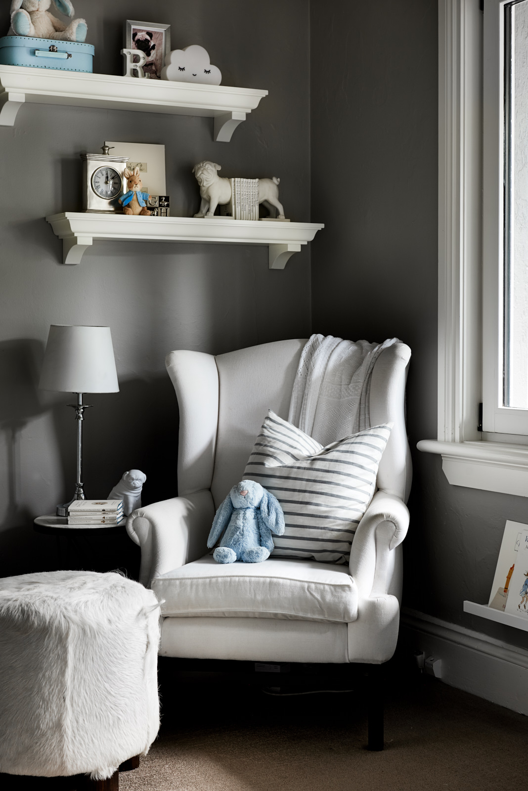 interior-decorating-lounge-chair-reading-Liz-Hayward