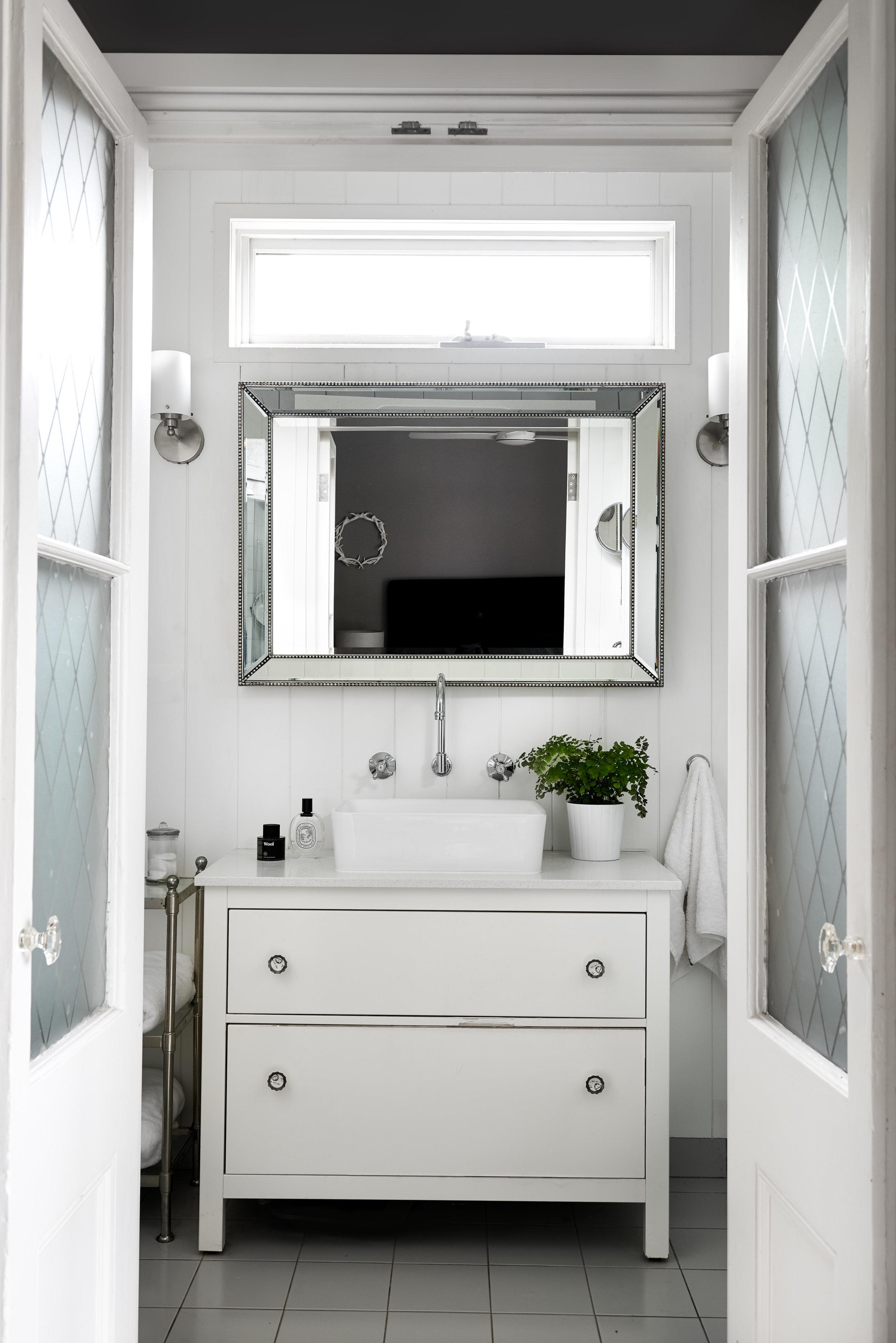 ensuite-bathroom-classic-interior-design