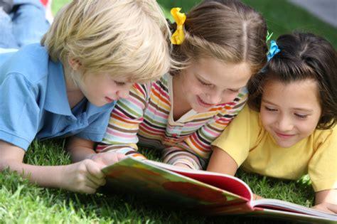 childrenreading3.jpg