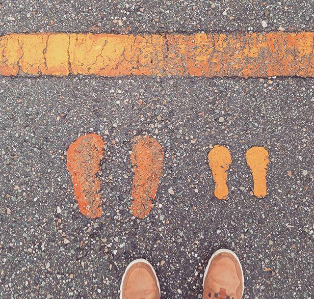 Life lessons in the details . . . . . . #orange #japan #street #kanazawa #colorhunter #orangecolor #japanstreet #ig_color #lifelessons #colorgram #instacolor #instacolorful #japanesedetails #shoeselfie