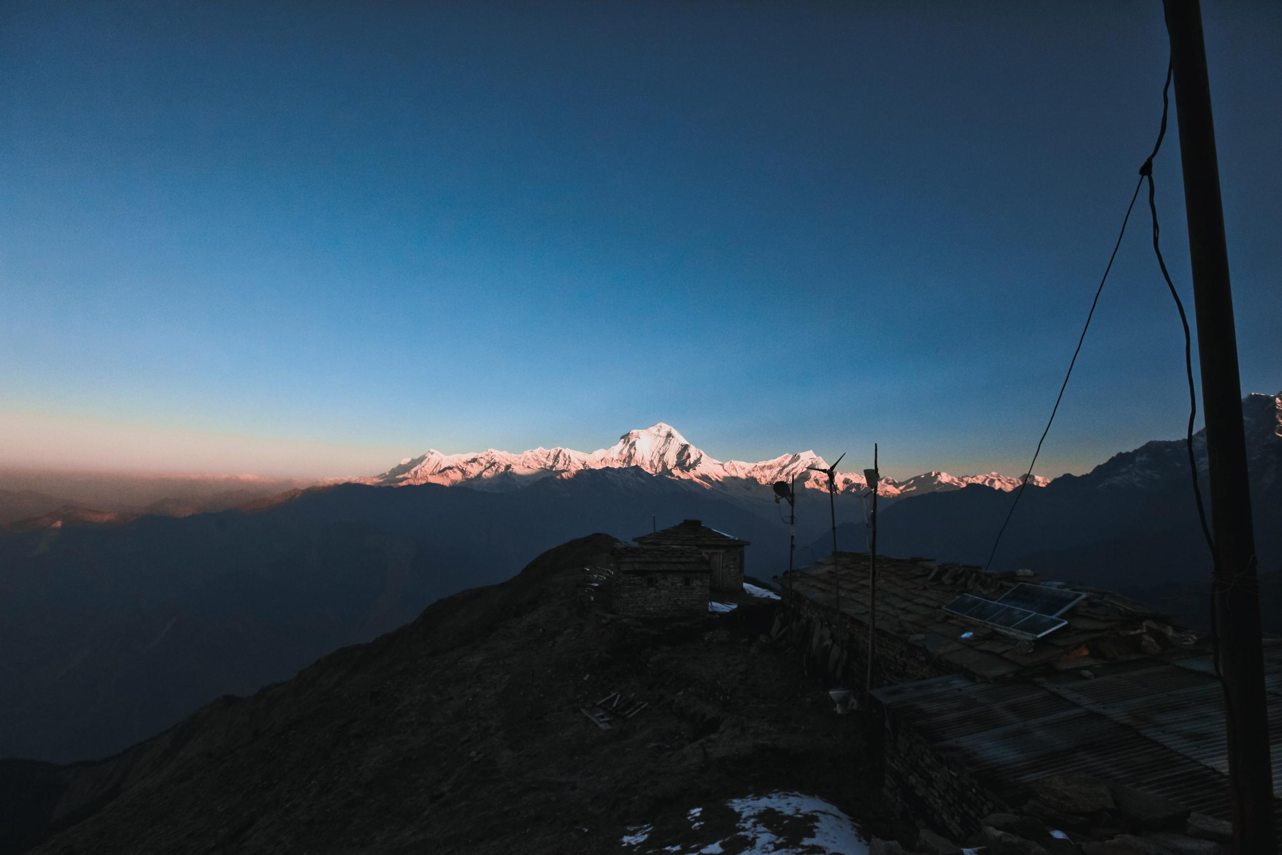 Khopra-ridge-station-dhalagiri-annapurna.jpg