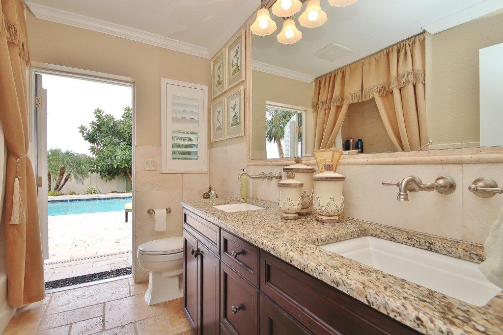 040_Pool Bath.jpg