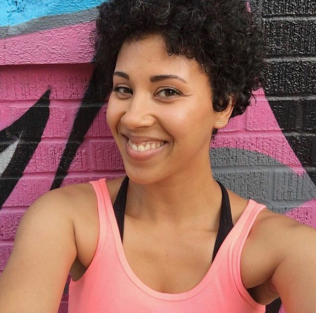 Have you heard of @sheslively? Shera is a wellness coach, podcast host, and maker of plant-infused skincare, all for curly girls with active lifestyles 💛⠀ .⠀ .⠀ .⠀ .⠀ .⠀ #bossychicago #buywomenowned #chicago #feminist #feminism #womenowned #womanowned #indiebiz #independent #girlboss #womeninbusiness #womenownedbusiness #womenentrepreneur #womenentrepreneurs #girlbosslife #femtrepreneur #chicagoshopping #shopchicago #chicagobusinesswomen #chicagowomen #chicagoentrepreneurs #shopsmallchicago#shopchicago  #intersectionalfeminism #femalefounders #chicagohandmade #allnaturalskincare #chicagocoach #chicagowellness