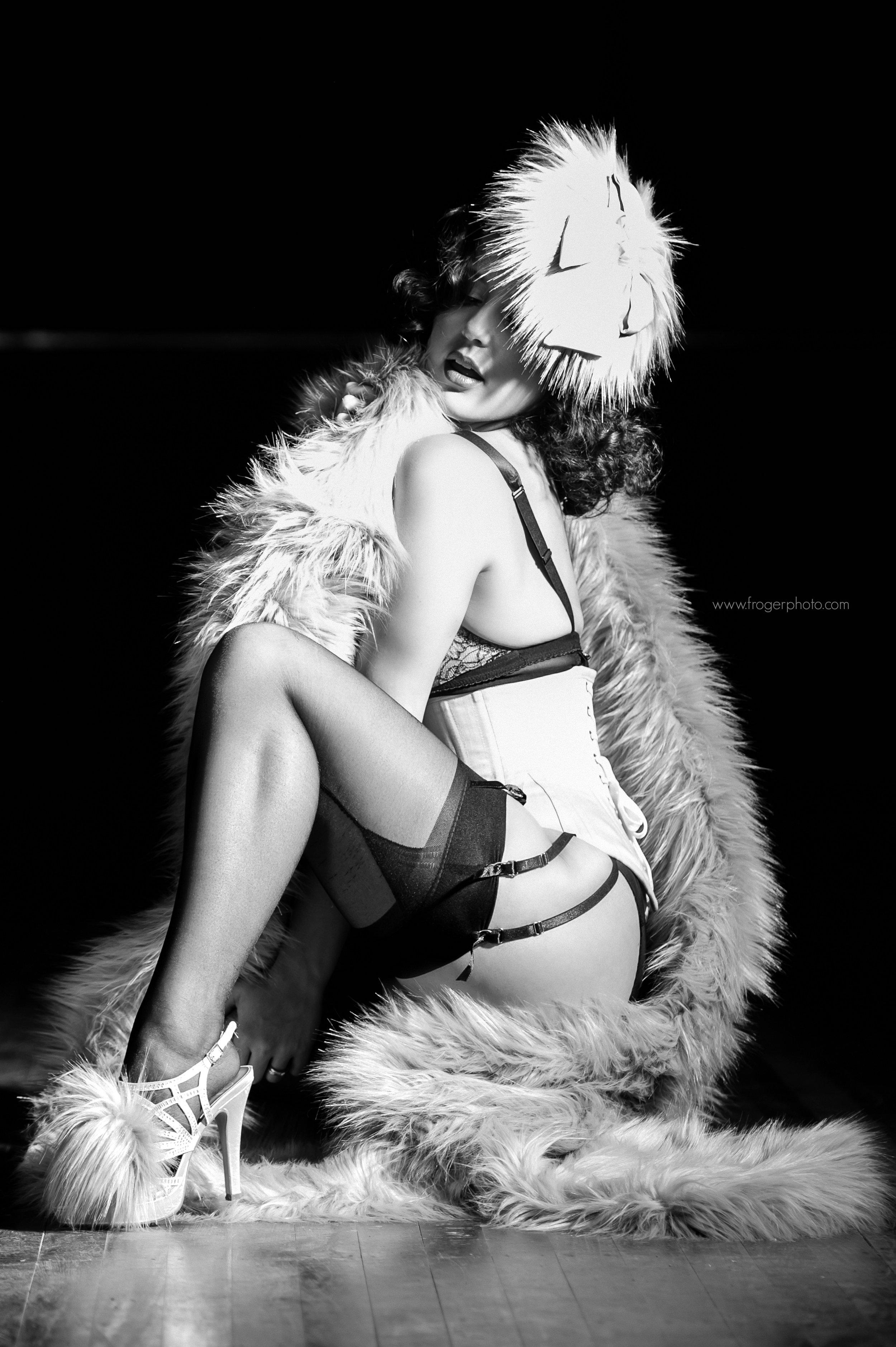 Velvet - Burlesque - Uploaded Nov 25th