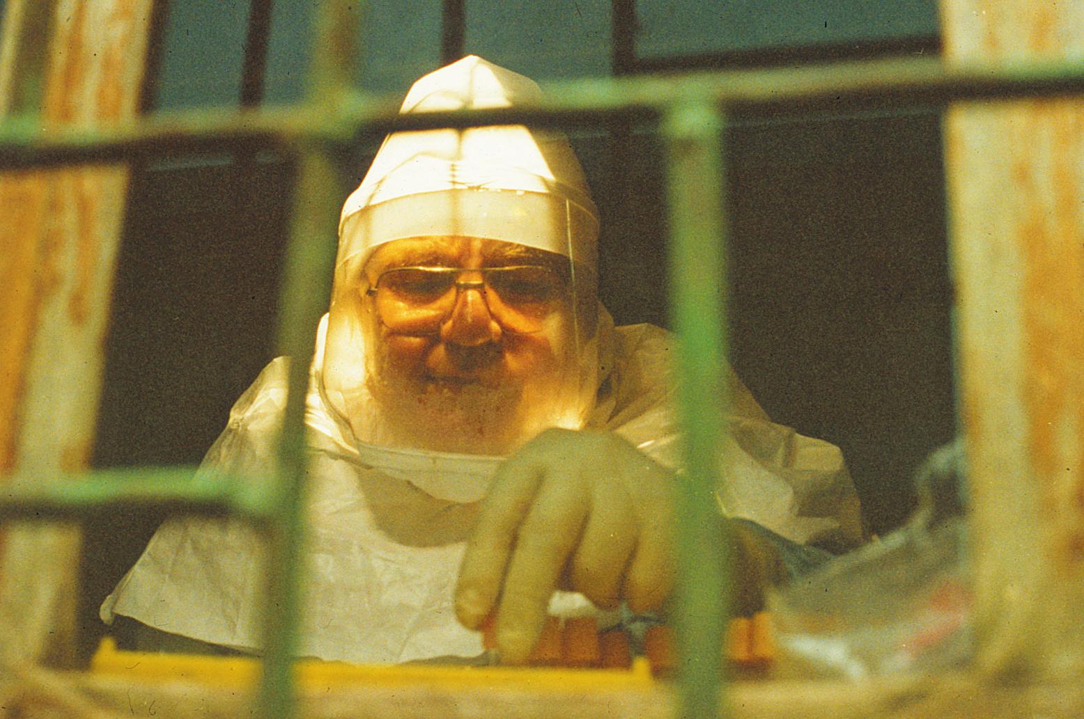 Robert-Swanepol-in-ad-hoc-BSL4-lab-in-Kikwit-1994--LG-(deleted-4db1d711-93fe5c-77d5b099).jpg