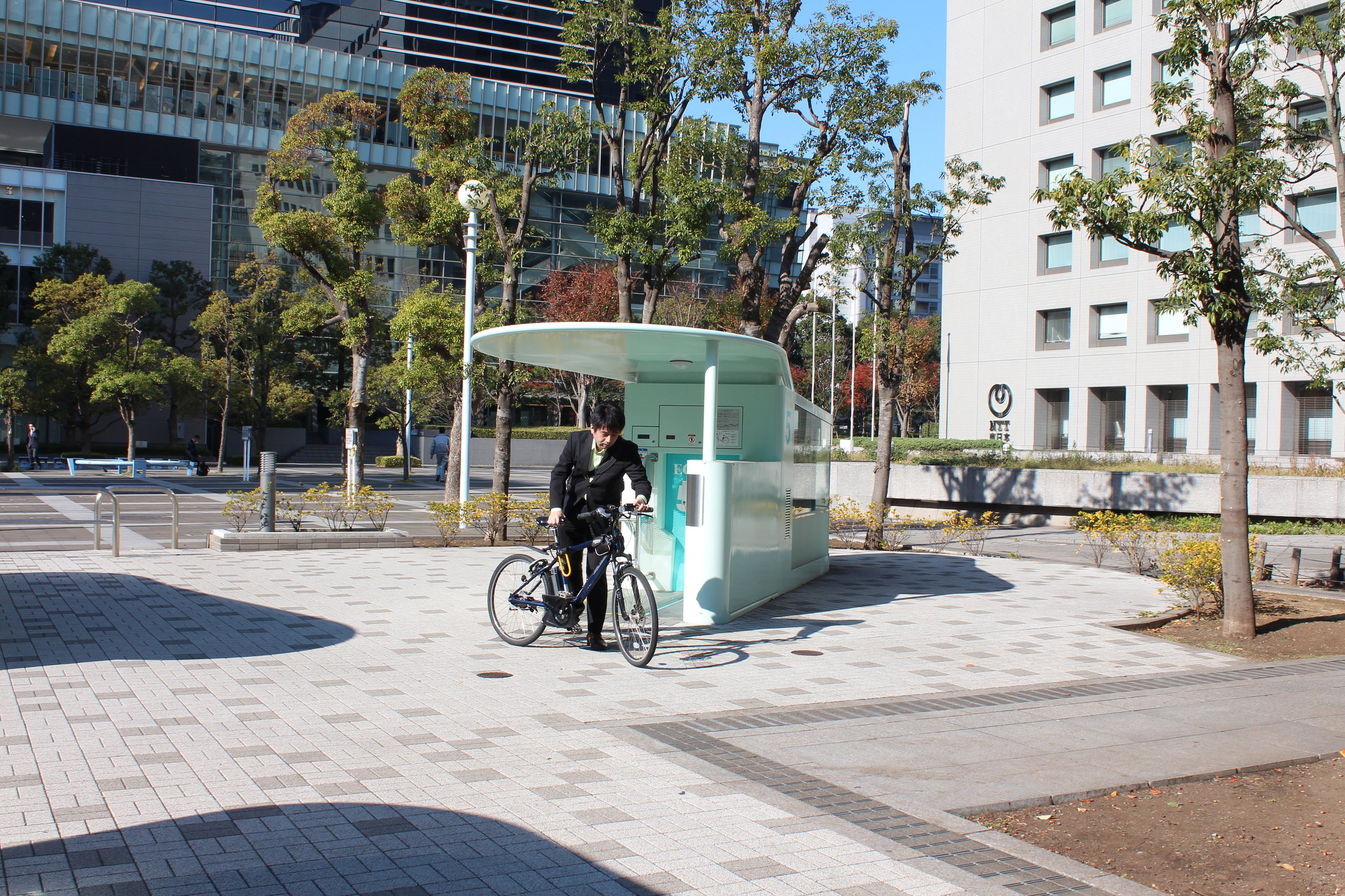 Amazing Tokyo bike parking pulls bike into device and in seconds it's in a secure underground carousel.26.JPG