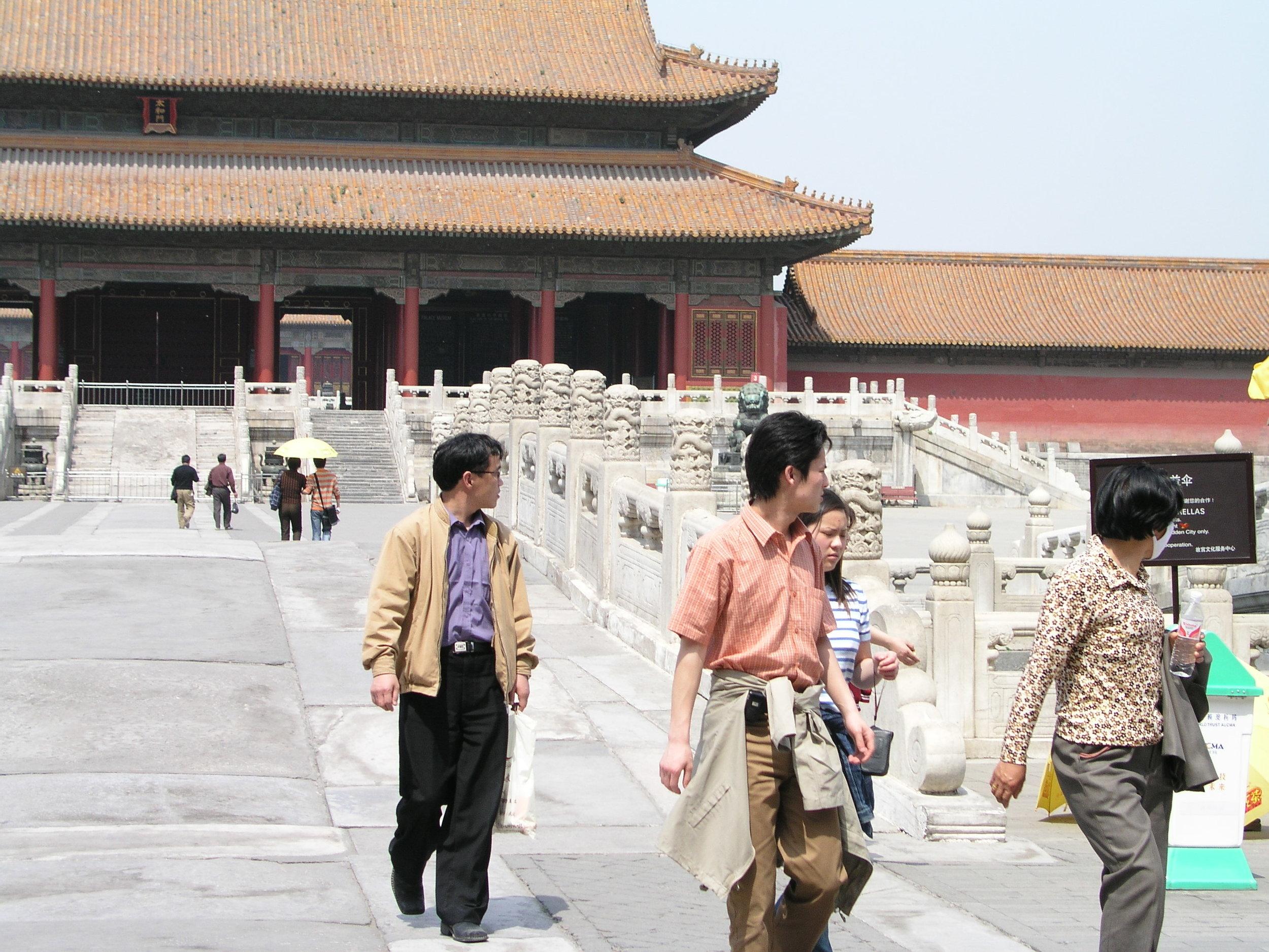 Nearly empty Forbidden City amid SARS.2.JPG