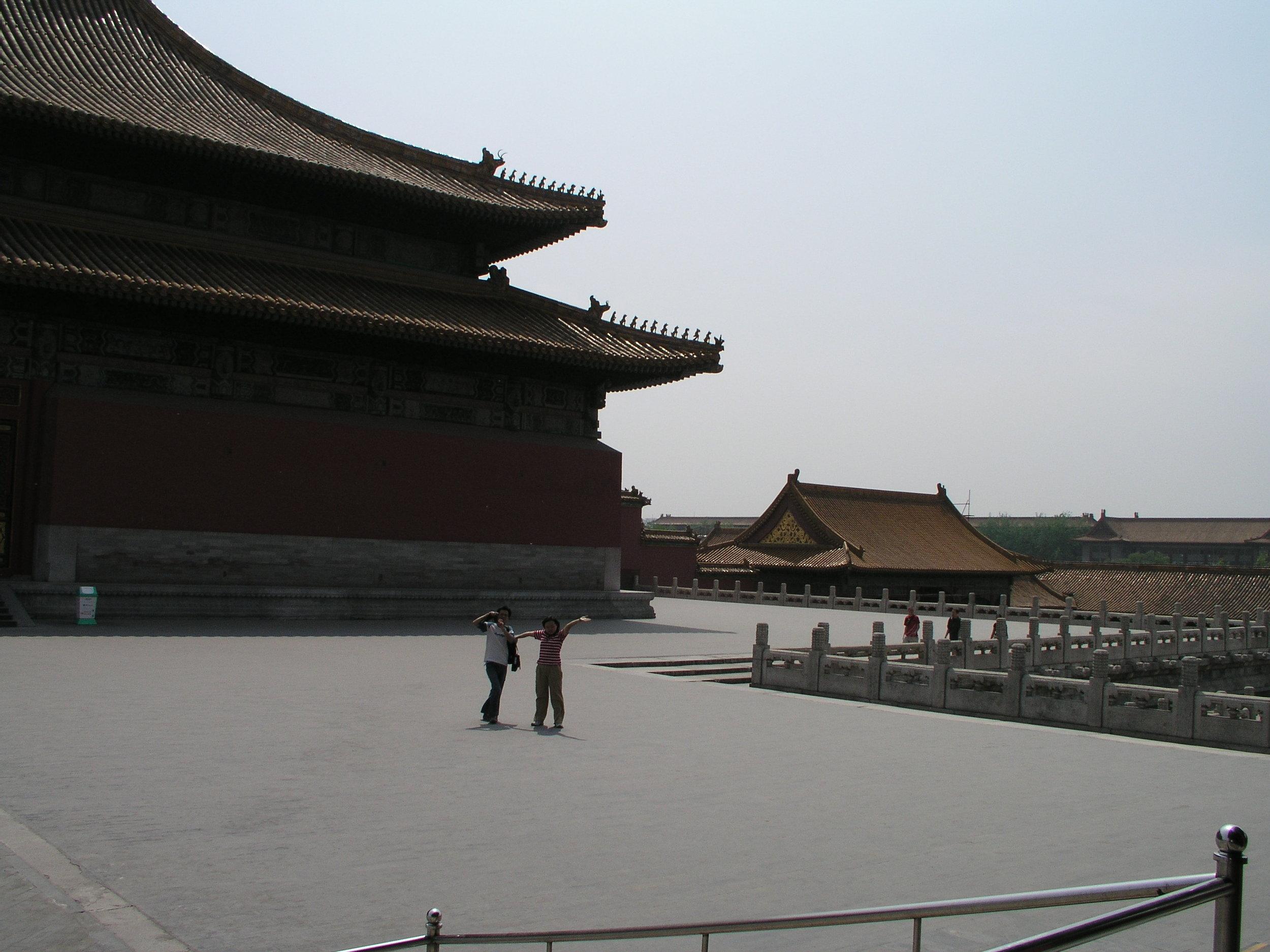 Nearly empty Forbidden City amid SARS.3.JPG