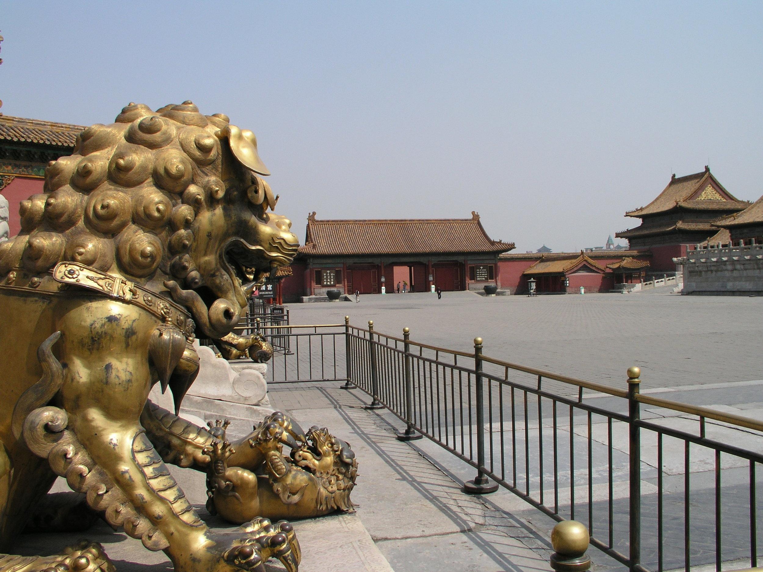 Nearly empty Forbidden City amid SARS.6.JPG