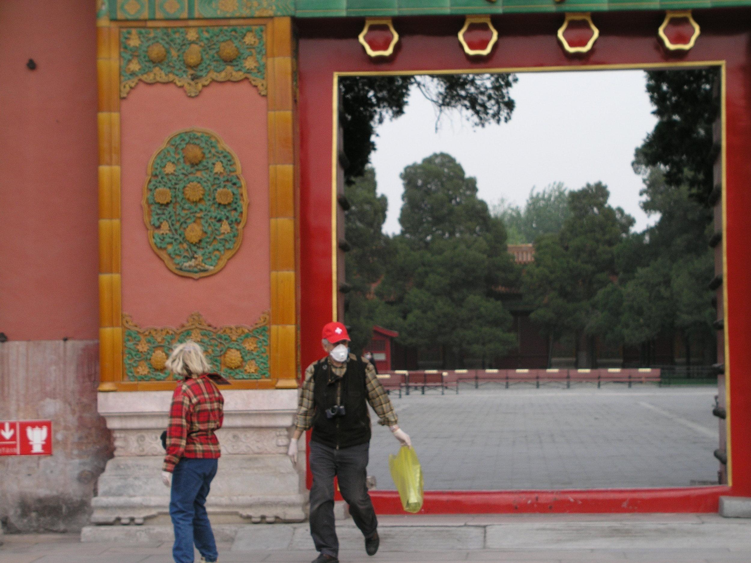 Nearly empty Forbidden City amid SARS.8.JPG