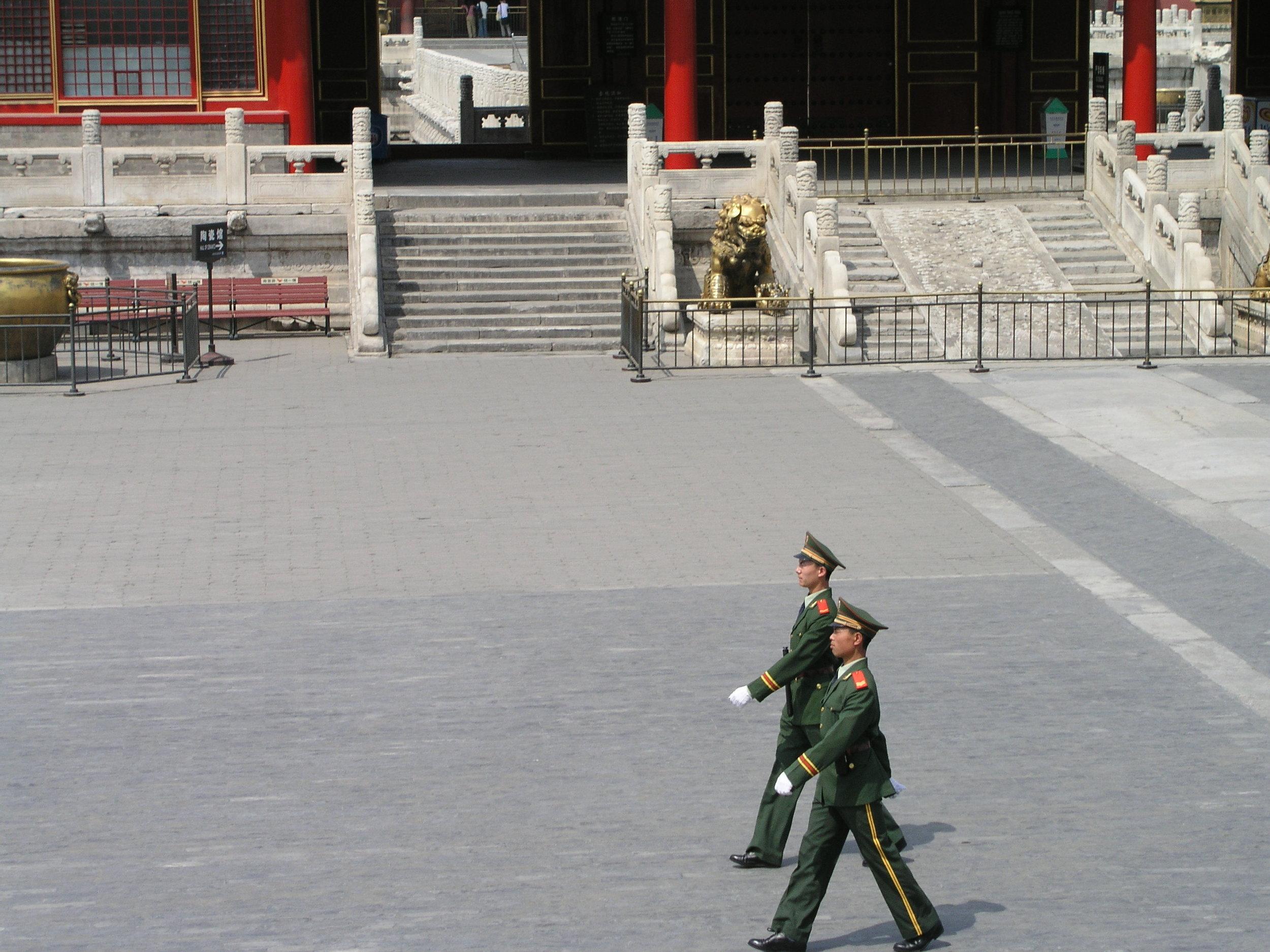 Nearly empty Forbidden City amid SARS.9.JPG