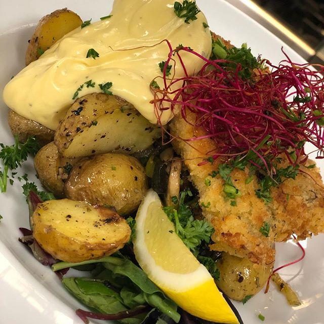 @cafekronhuset #cafekronhuset #göteborg #gbg #sverige #sweden #mat #fest #dagens #lunch #fisk #torsk #västkusten #kronhuset #keonhusbodarna #uteservering #food #trerätters #event #aw #jazz #evenemang #sommar