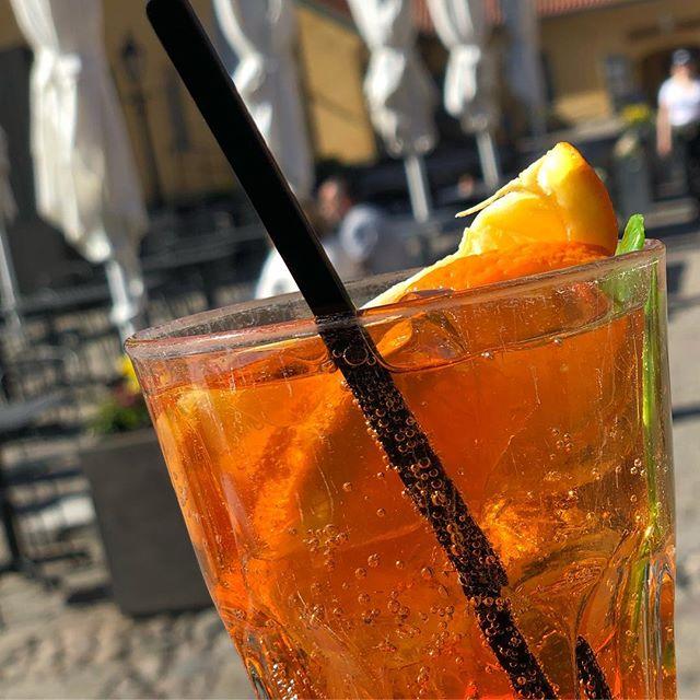 @cafekronhuset #cafekronhuset #kronhuset #kronhusbodarna #gbg #göteborg #sverige #sweden #turistigöteborg #drink #aperitivo #sommar #sol #gård #kronhusöl #uteservering #fest #event
