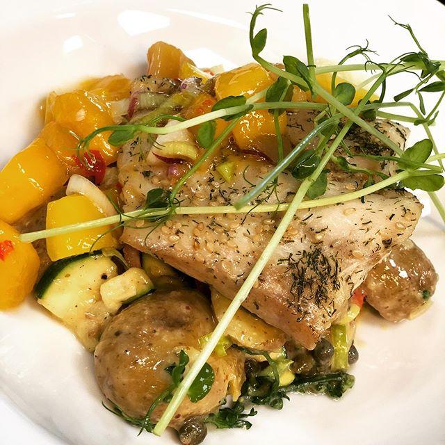 @cafekronhuset #cafekronhuset #gbg #göteborg #mat #dagens #lunch #fisk #mango #potatissallad #kronhusbodarna #kronhuset #uteservering #sommar #sol #event #evenemang