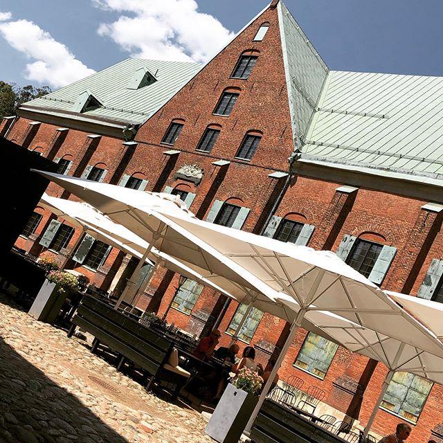 @cafekronhuset #cafekronhuset #gbg #göteborg #kronhuset #kronhusbodarna #uteservering #sommar #sverige #svensksommar #sightseeing #turistigöteborg #mat #öl #vin #kaffe #fika #espresso