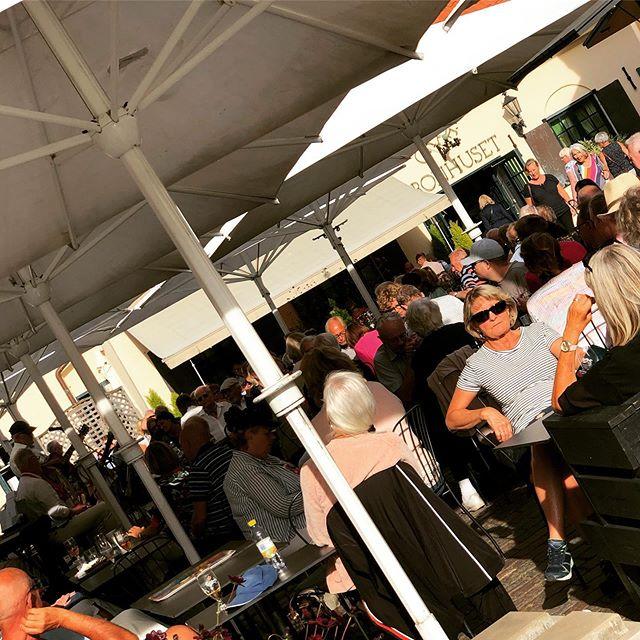 @cafekronhuset #cafekronhuset #gbg #göteborg #kronhusbodarna #kronhuset #öl #vin #sommar #sol #kalas #kulturkalaset #uteservering