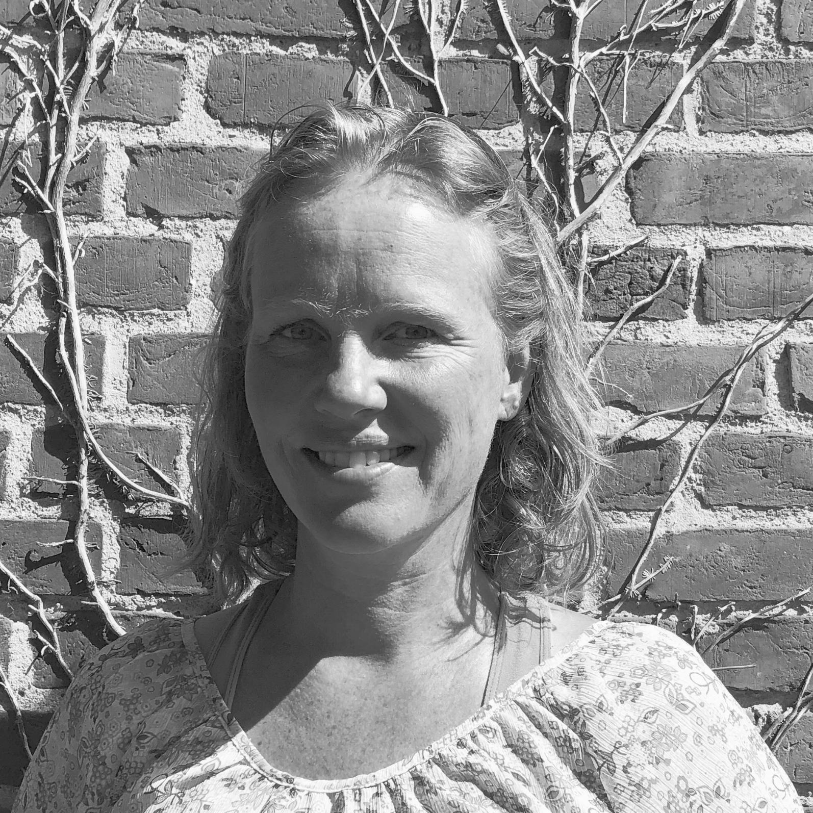 """Jannie Friis - CEO - Chief Executive OfficerMail: jannie@headfitted.dkLinkedIn: Jannie Friis KristensenI tæt samarbejde med vores kunder, ideudvikler og konceptsualiserer Jannie hvilken IT-løsning, der passer til deres behov. På denne måde bliver vores kunder klar over, hvad de har brug for, så deres services og arbejdsgange bliver effektiviseret bedst muligt.""""Min store interesse er helt klart samspillet mellem mennesker og teknologier, og den proces der sker, når produkter og relationer bliver til."""""""