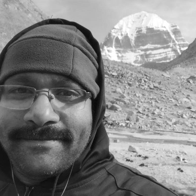 """Amal raj - COO - Chief Operating OfficerMail: amal@headfitted.comAmal er Headfitted Solutions COO. Han står for virksomhedens daglige drift, og for medarbejderpleje mm. Hvis it-løsningerne driller vores udviklere, er det også Amal, som oftest løser disse problematikker."""" I am passionate about technology and how to use it to help solve people problems. I also love to travel, explore and experience what our world has to offer."""""""