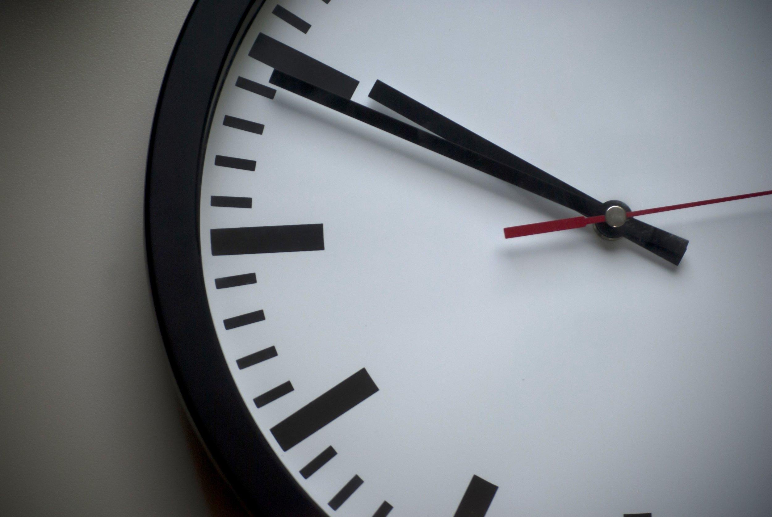 analogue-classic-clock-face-280264.jpg