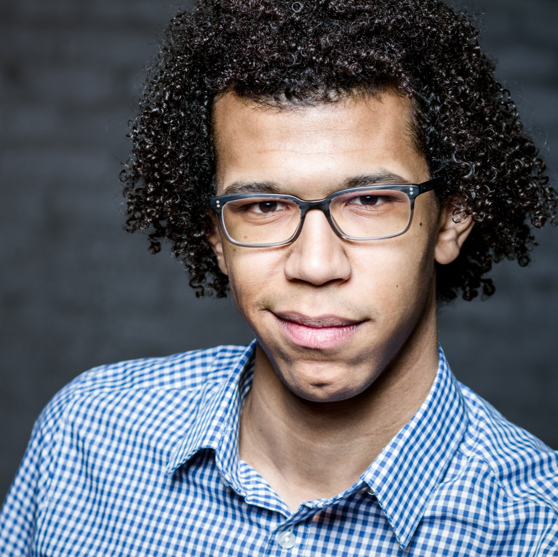 BIOGRAPHY - Jonathon Heyward is forging a career as one the most exciting conductors of his generation.Grand Prix winner of the 2015 Besançon International Competition at the age of 23, Jonathon was recipient of the Dudamel Conducting Fellowship with the Los Angeles Philharmonic Orchestra in 2018. Following the completion of a three-year tenure as Assistant Conductor of the Hallé Orchestra in July 2019, Jonathon will become the designated Chief Conductor of the Nordwestdeutsche Philharmonie, beginning in January 2021.In Europe, this season has already seen Jonathon's debut with the the BBC National Orchestra of Wales, Staatskapelle Hallé, Wüttembergisches Kammerorchester, the Orchestre Symphonique de Saint-Étienne and Orquestra Sinfónica Portuguesa from Teatro Nacional de São Carlos in Lisbon, and in Asia, the Osaka Symphony Orchestra. Upcoming highlights include his debuts with the Seattle Symphony Orchestra, Detroit Symphony and Brussels Philharmonic; extensive touring projects with the Nordwestdeutsche Philharmonie and Flanders Symphony Orchestra, and projects with Het Gelders Orkest and Jenaer Philharmonie.Full biographies are available in: EN