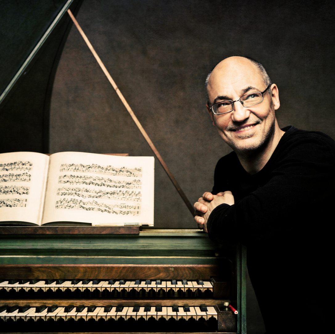 BIOGRAPHY - Andreas Staier has undoubtedly carried the art of interpreting the baroque, classical and romantic repertoire on ancient instruments to its peak. Born in Göttingen, he became the harpsichordist of Musica Antiqua Köln after studying modern piano and harpsichord in Hanover and Amsterdam and is now performing worldwide with the likes of the Freiburger Barockorchester, Akademie für Alte Musik, Concerto Köln and the Orchester des Champs-Elysées.Full biographies are available in: EN