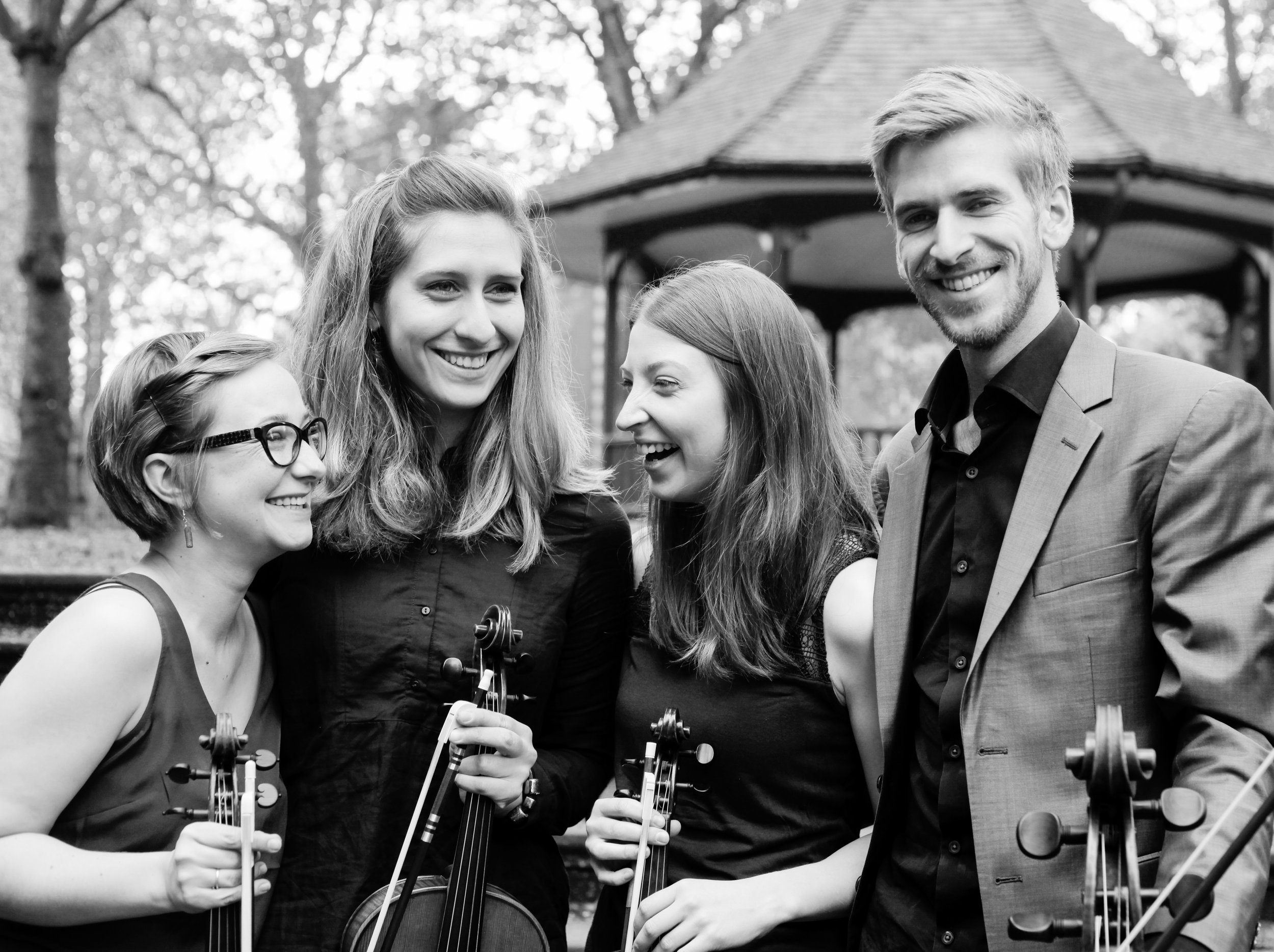 BIOGRAPHY - Formed at the Royal College of Music in London, the Consone Quartet is dedicated to exploring Classical and Early Romantic repertoire on period instruments.Winner of the 2016 Royal Over-Seas League Ensemble Prize in London, Consone was also awarded two prizes at the 2015 York Early Music International Young Artists Competition, including a place on the 'EEEmerging' Emerging European Ensembles Scheme associated with the Ambronay Festival in France and six other early music festivals across Europe.The Consone Quartet's debut CD, featuring music by Haydn and Mendelssohn, will be released on the Ambronay Label during the Festival in October 2018.Full biographies are available in: EN | FR