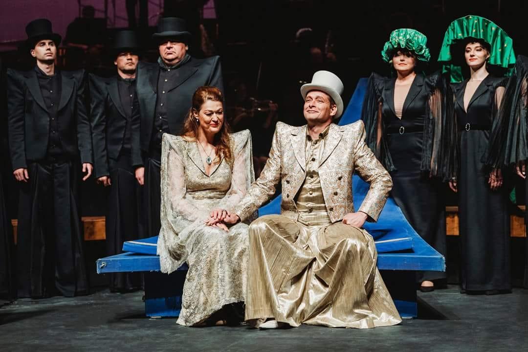 Carsten Wittmoser as Landgraf, with Agnes Selma Weiland as Elisabeth  Photo: Tom Benz ©