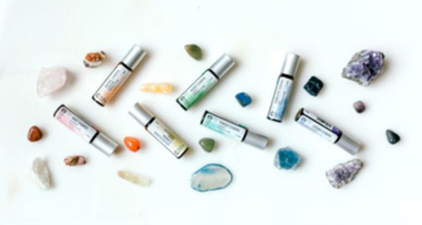 Frankincense, Rosewood, Jasmine, Rose, Neroli  Read more https://www.thearomablog.com/essential-oils-and-chakras-chart/