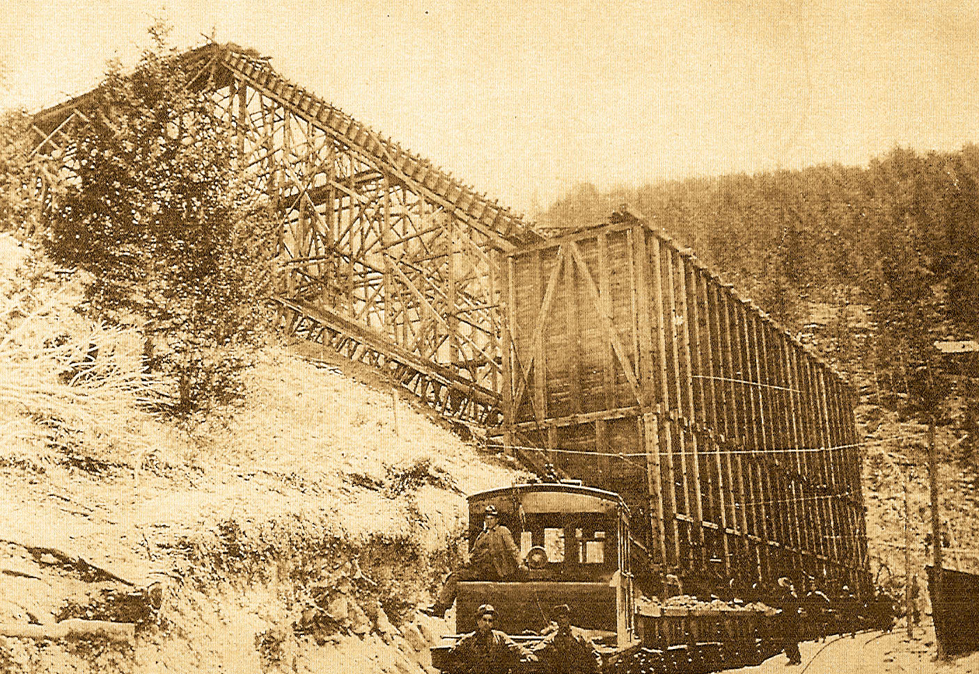 Empire Mine rail loading electric loco c.1904