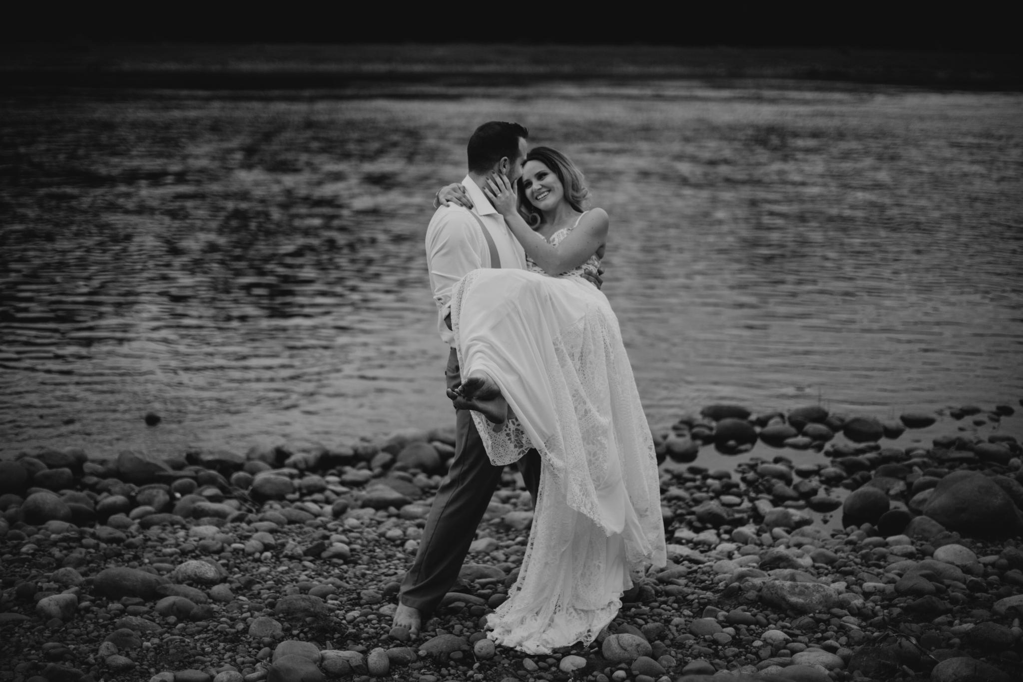 lovelybonesstudio_bridalphotography-9.jpg