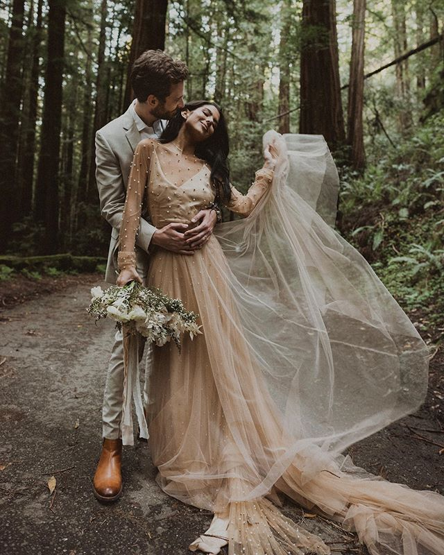 Can I get a Hell Yeah for blush dresses?! . . .  #junebugweddings #greenweddingshoes #wanderingphotographers #belovedstories #radlovestories #adventurouslovestories #elopementphotographer #dirtybootsandmessyhair #pnwweddingphotographer #pnwengagement #firstsandlasts #loveandwildhearts #shesaidyes #thatsdarling #elopement #elopementweddingphotographer #coloradoweddingphotographer #utahweddingphotographer #iloveyousomuch #shesaidyes #wanderingweddings #wildhairandhappyhearts #authenticlovemag #honeypreset #anotherwildstory #loveauthentic #elopementlove #seattleweddingphotographer #heywildweddings #mountaintopelopement